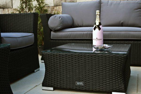 Lounge Sofa Wotan - sg - Tisch mit Deko